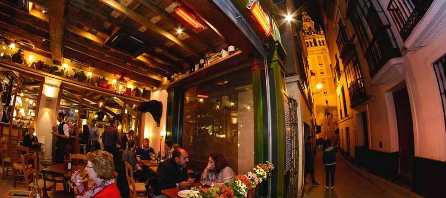 Pelayo Bar en Sevilla: Tapas desde el Jardín Vertical