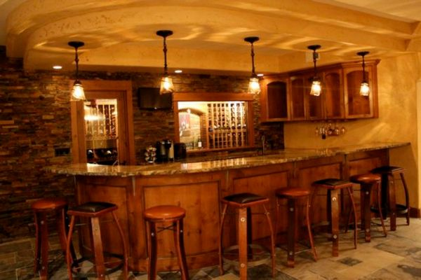 WET BAR & WINE ROOM