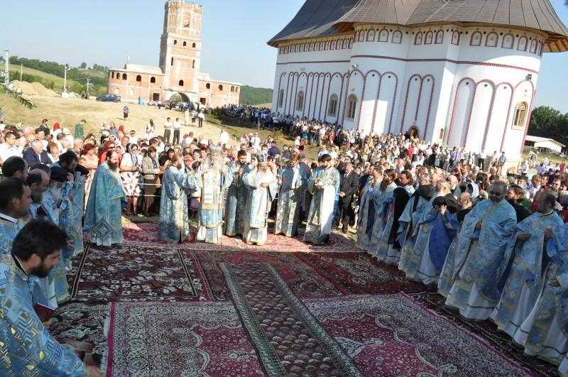 manastirea-zosin-din-botosani-si-a-primit