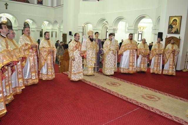 sfintii-trei-ierarhi-praznuiti-in-episcopia