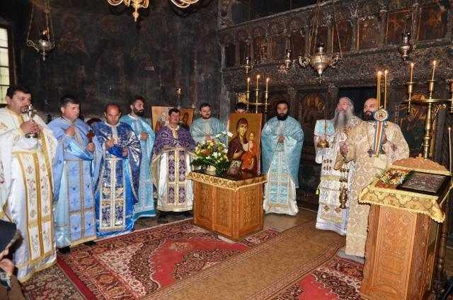 duminica-sfintei-cruci-la-manastirea-baia