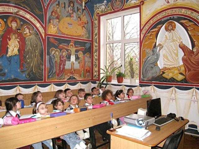 romanii-de-acord-cu-predarea-religiei