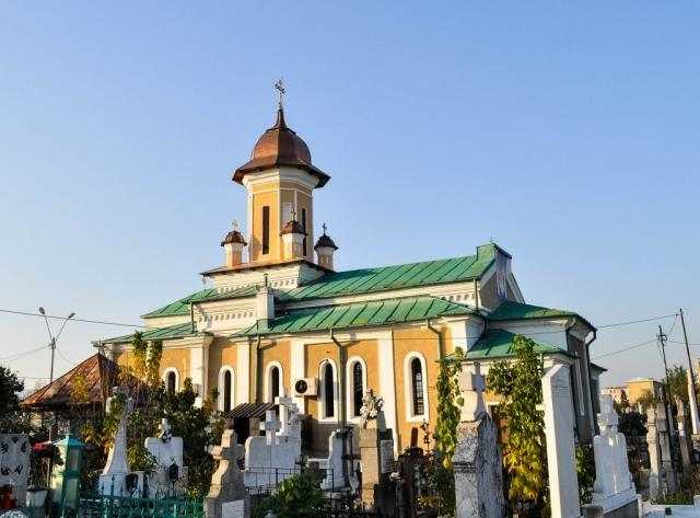biserica-severineana-sf-dumitru-isi-serbeaza