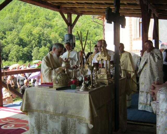 prezenta-arhiereasca-la-hramul-manastirii-de