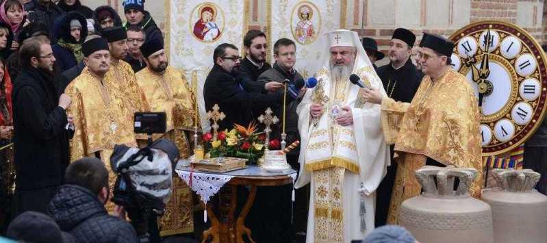 patriarhul-romaniei-a-sfintit-noile-clopote