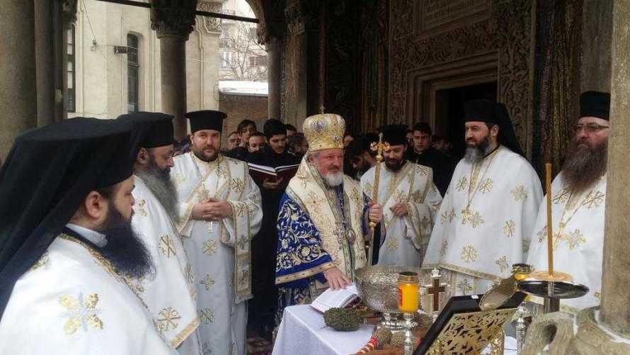 liturghie-arhiereasca-la-manastirea-antim