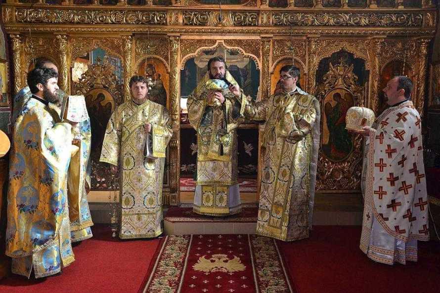 slujire-arhiereasca-la-biserica-sfantul-ierarh
