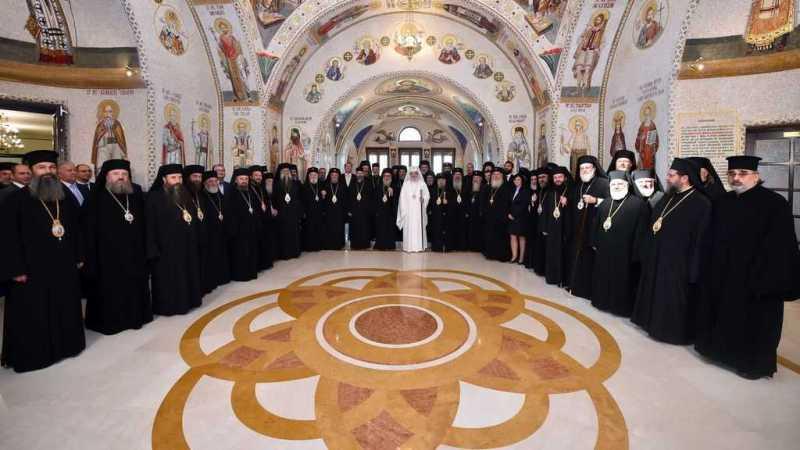intaistatatorul-bisericii-ortodoxe-romane-la-ceas-aniversar-rugaciune-in-catedrala-patriarhala-pentru-cei-9-ani-de-patriarhat