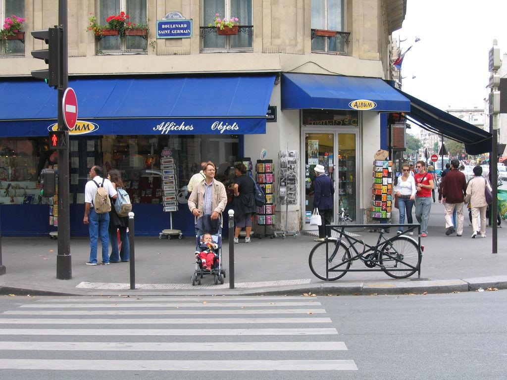 Fermeture de la librairie «Album» à Paris
