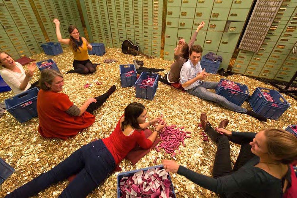 Zwitserland: waarom krijgt iedereen evenveel basisinkomen?