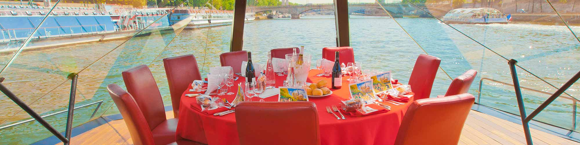 Resto Dans Paris A Quirky And Romantic Parisian Restaurant On A River Boat