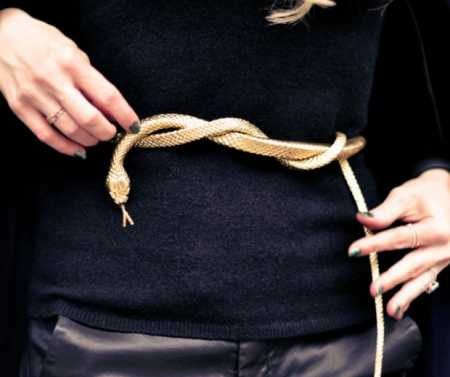 DIY-Gold-Snake-Belt-from-rubber-toy-snake-620x520