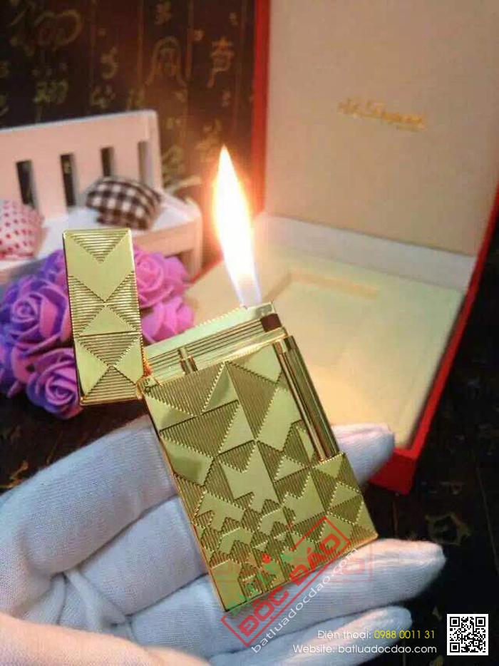 Bật lửa S.T.Dupont màu vàng hoa văn tam giác - Mã SP: BLD165