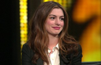 20110228-tows-oscars-anne-hathaway-video-640x360