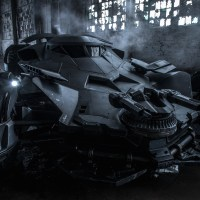 An all new look at Ben Affleck's Batsuit and the 'Batman v Superman' Batmobile (video)
