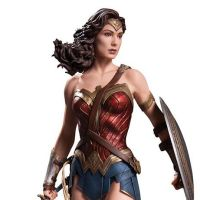 Wonder Woman is getting a 'Batman v Superman' statue too (photo)