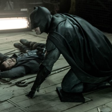 Final 'Batman v Superman' trailer shows Batman in action