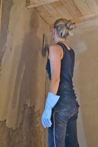 Lehmputz auf Strohballenwand - clayplaster / earth / COB on straw bale wall