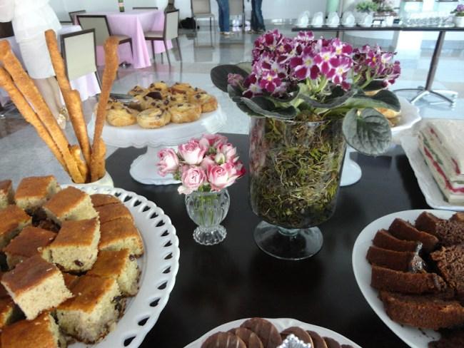 bolos e pães para chá de bebê