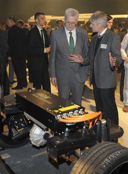 MP Kretschmann informiert sich bei der E-CAR-TECH GmbH