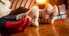 Familie mit warmen Socken