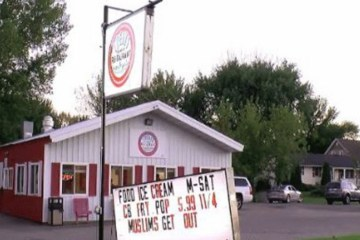Restaurant Owner Defends 'Muslims Get Out' Sign