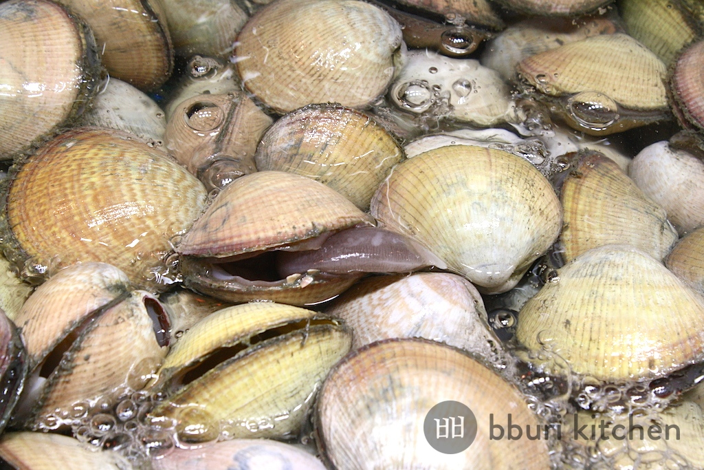 Saejogae: egg cockles, or bird clams