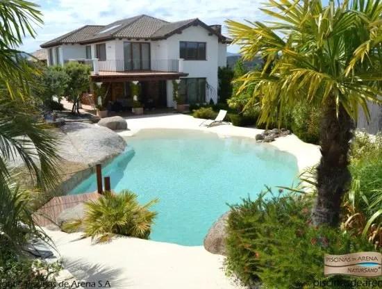 Heavenly beach entry pool ideas beach bliss living for A forma di piani di casa con piscina