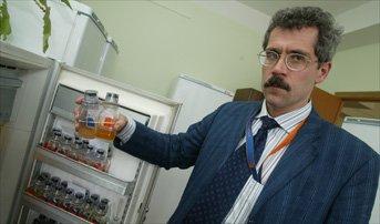 Rodchenkov-holding-Bereg-bottles-2005