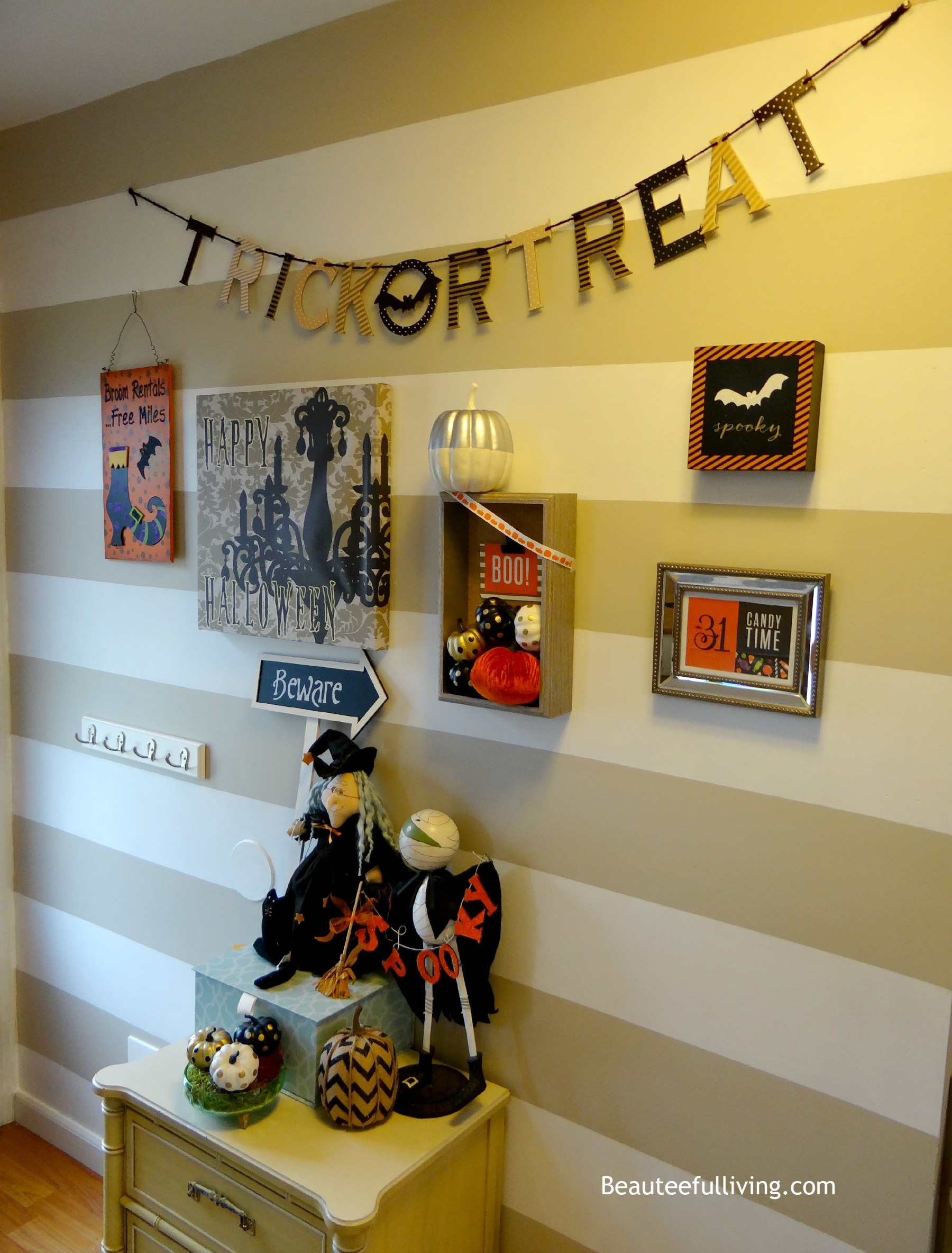 halloween gallery wall decor hallowen walljpg  halloween themed gallery wall i literally started decorating as soon as the paint dried in case you missed last weeks post you can catch it here and