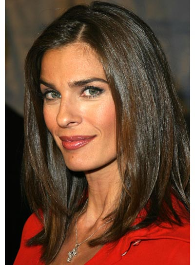 Medium Length Hairstyles Parted In The Middle Medium Straight Hairstyles Beautiful Hairstyles
