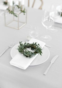 Christmas Table Setting - Classic Green & White ...