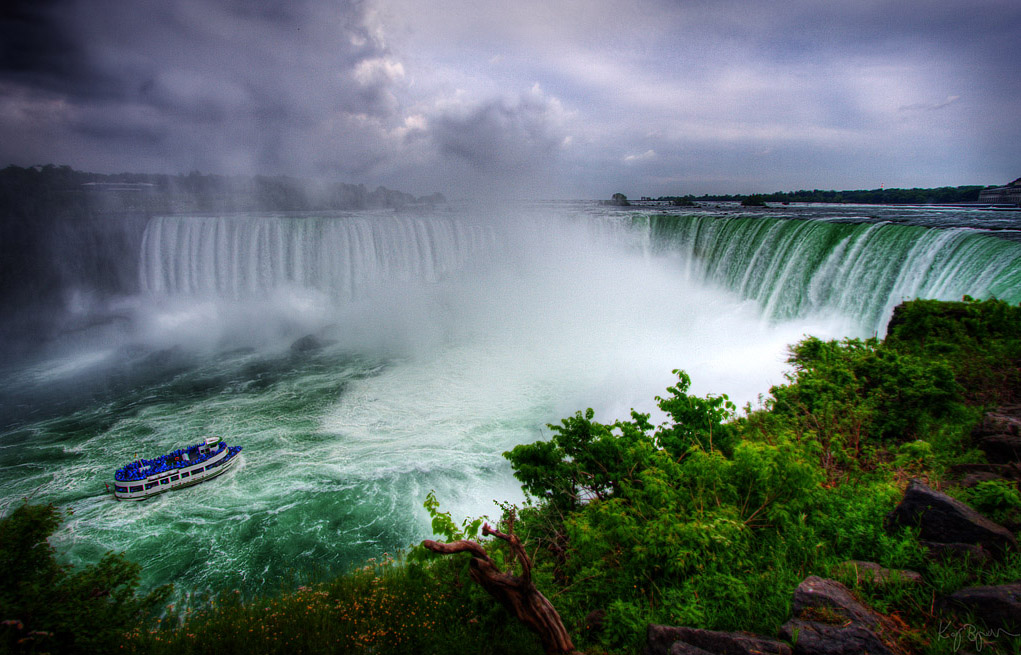Niagara falls ontario canada and new york usa for Canadian cities to visit