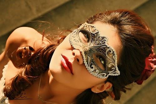 Mask-masquerade-11392768-500-334