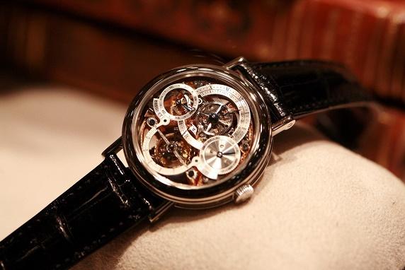 black-strap-watch