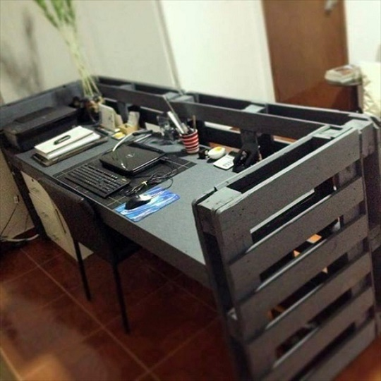 save-money-and-customizing-21-diy-desks-from-euro-pallets-20-812