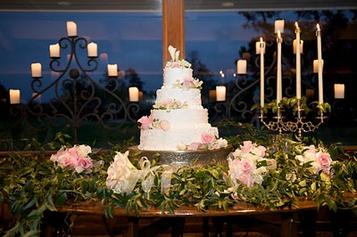 Displaying your cakes - LDS Wedding Receptions