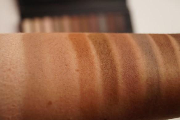 Mellanfärgerna på mitten av armen