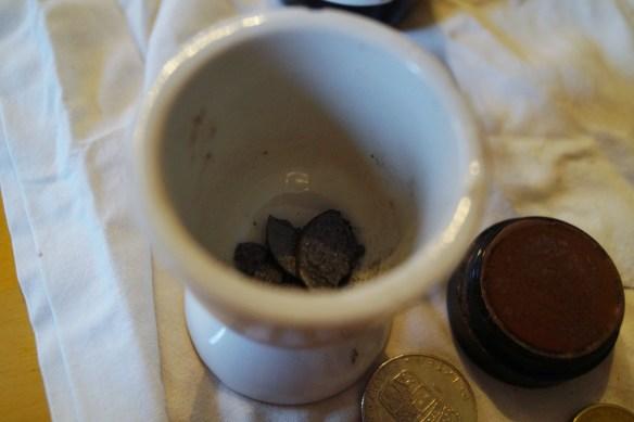 Testade äggkoppen först men lättare att se med en vidare liten glasskål.