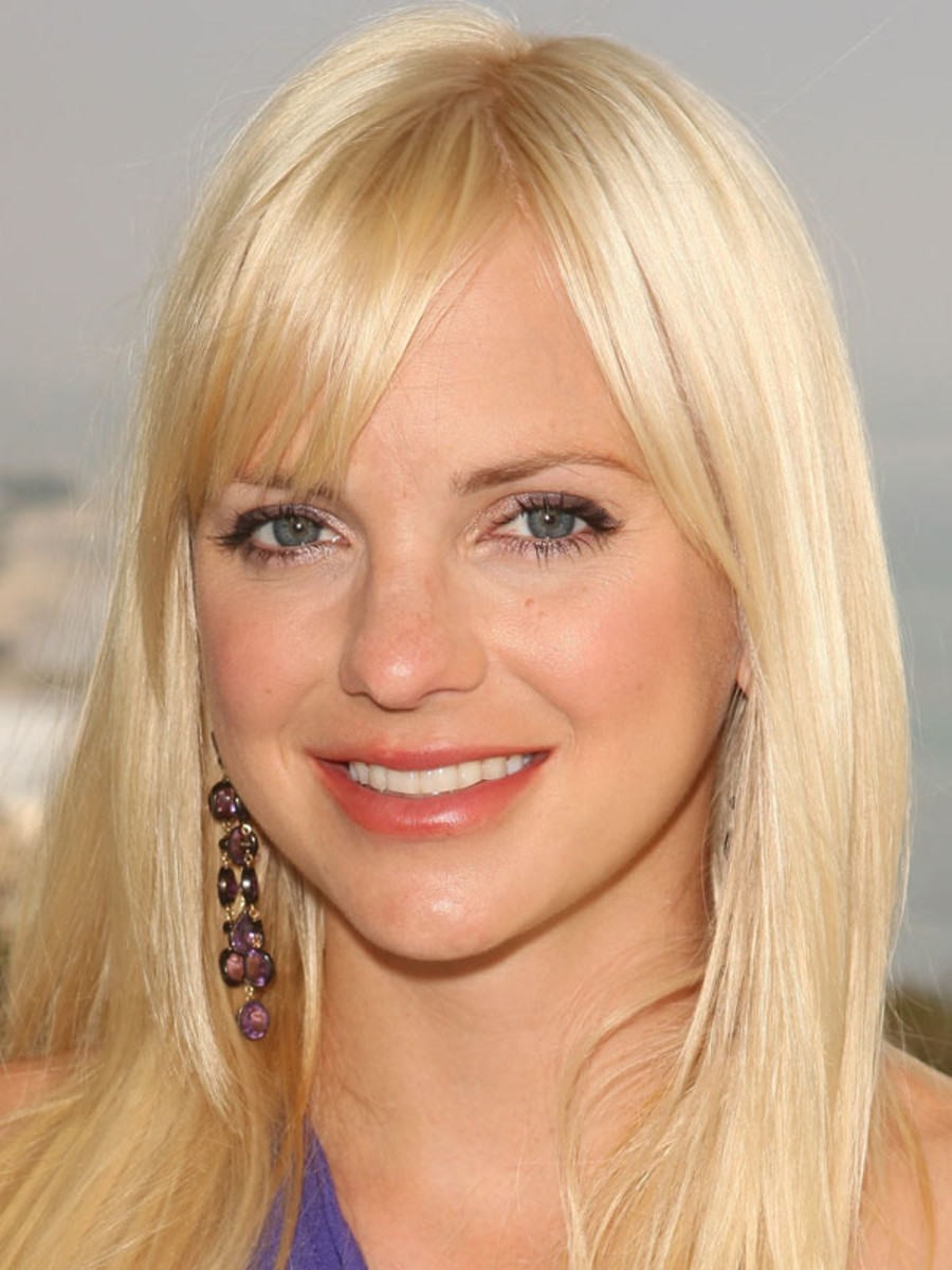 Girl Red Lips Wallpaper Anna Faris Before And After Beautyeditor