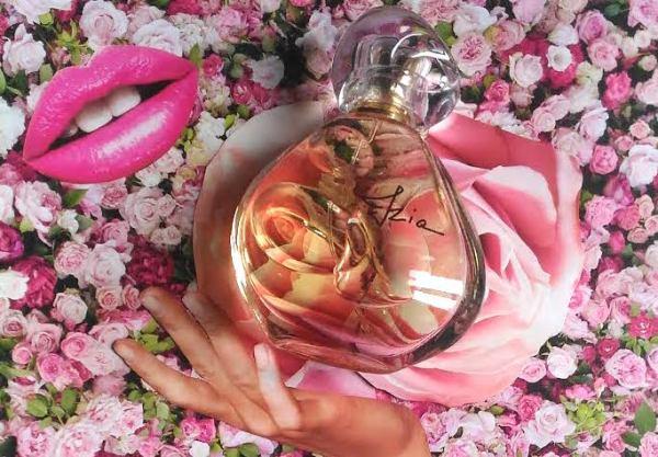 izia-profumo-rosa-sisley-perfume