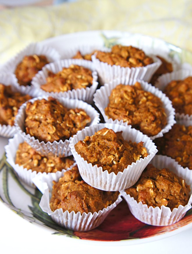 Toddler Muffins: Mini Oatmeal Pumpkin. Made with unsweetened applesauce.