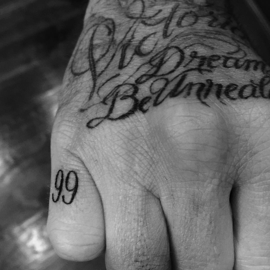 Finger Tattoo Schrift David Beckham Sleeve Tattoos Meaning Pictures Of Each