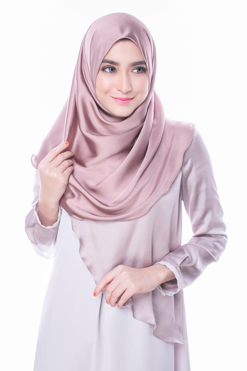 4 Jenis Hijab Yang Wajib Ada Di Wardrobe Kalian Blog Behijab Koleksi Hijab Fashion Terbaru