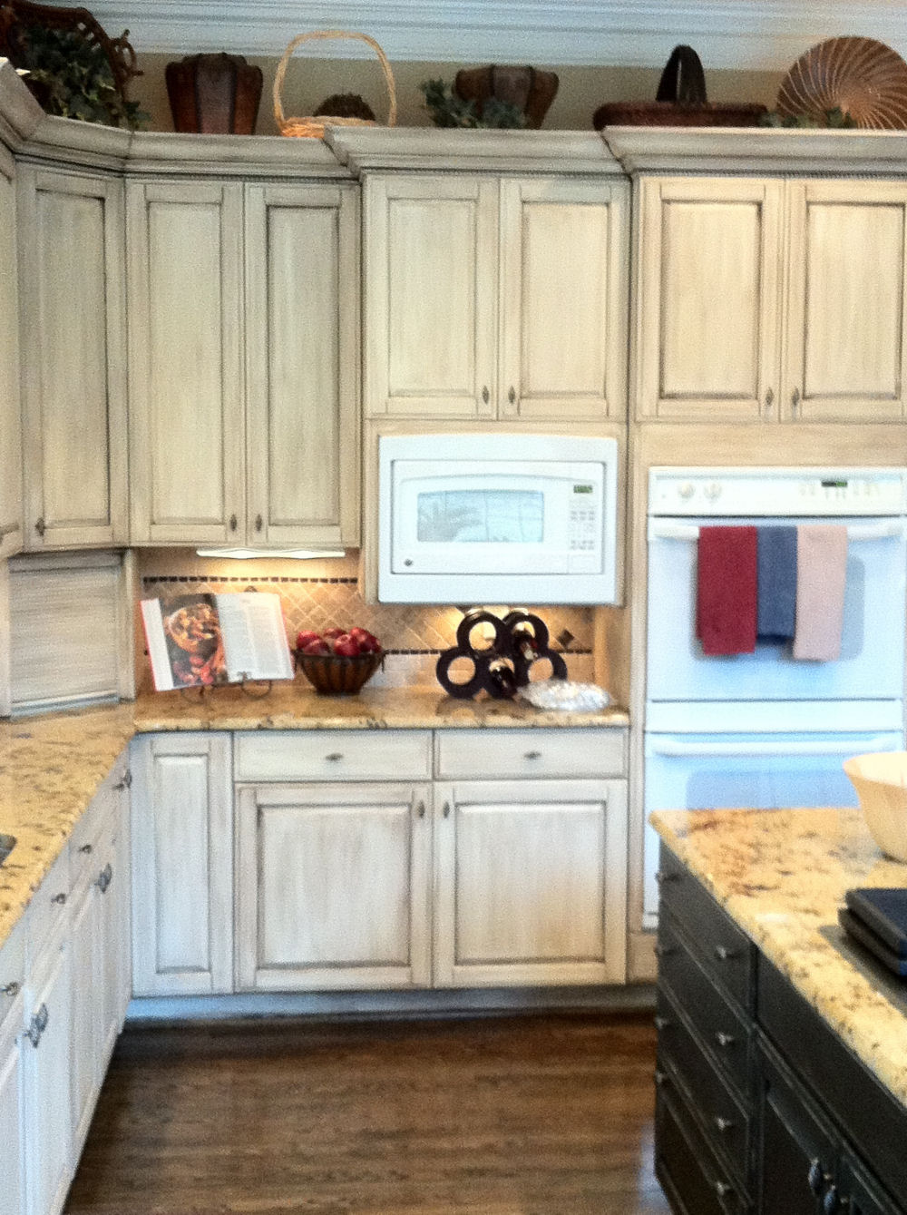 Melamine Painted Cabinets By Bella Tucker Decorative Finishes Bella Tucker