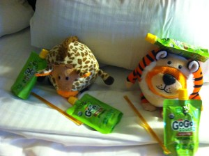 Giraffe and Tiger drunk on apple jp