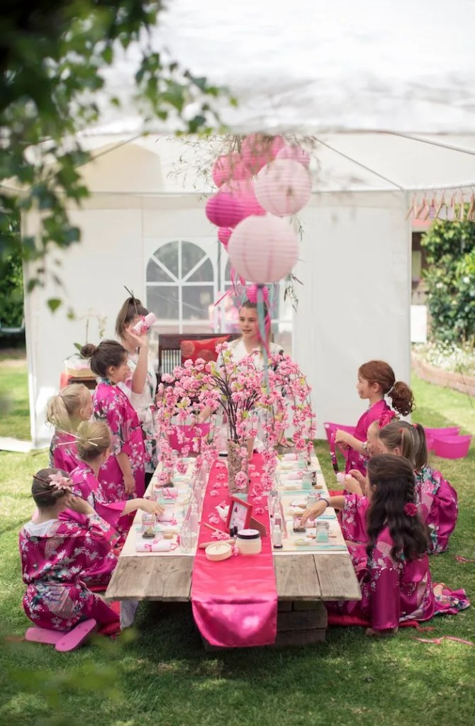 http://karaspartyideas.com/2015/01/cherry-blossom-spa-themed-birthday-party.html/3