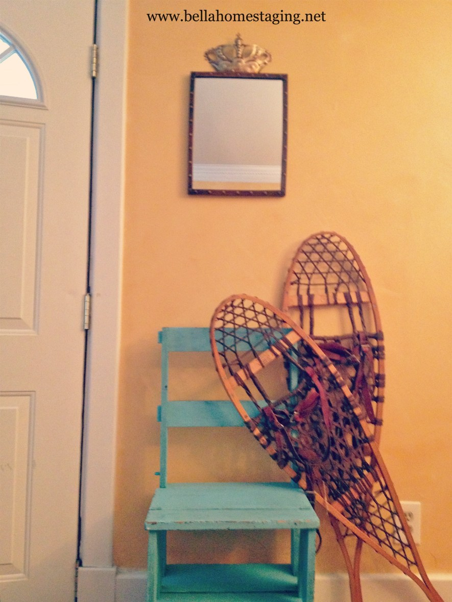 foyer-with-snow-shoe