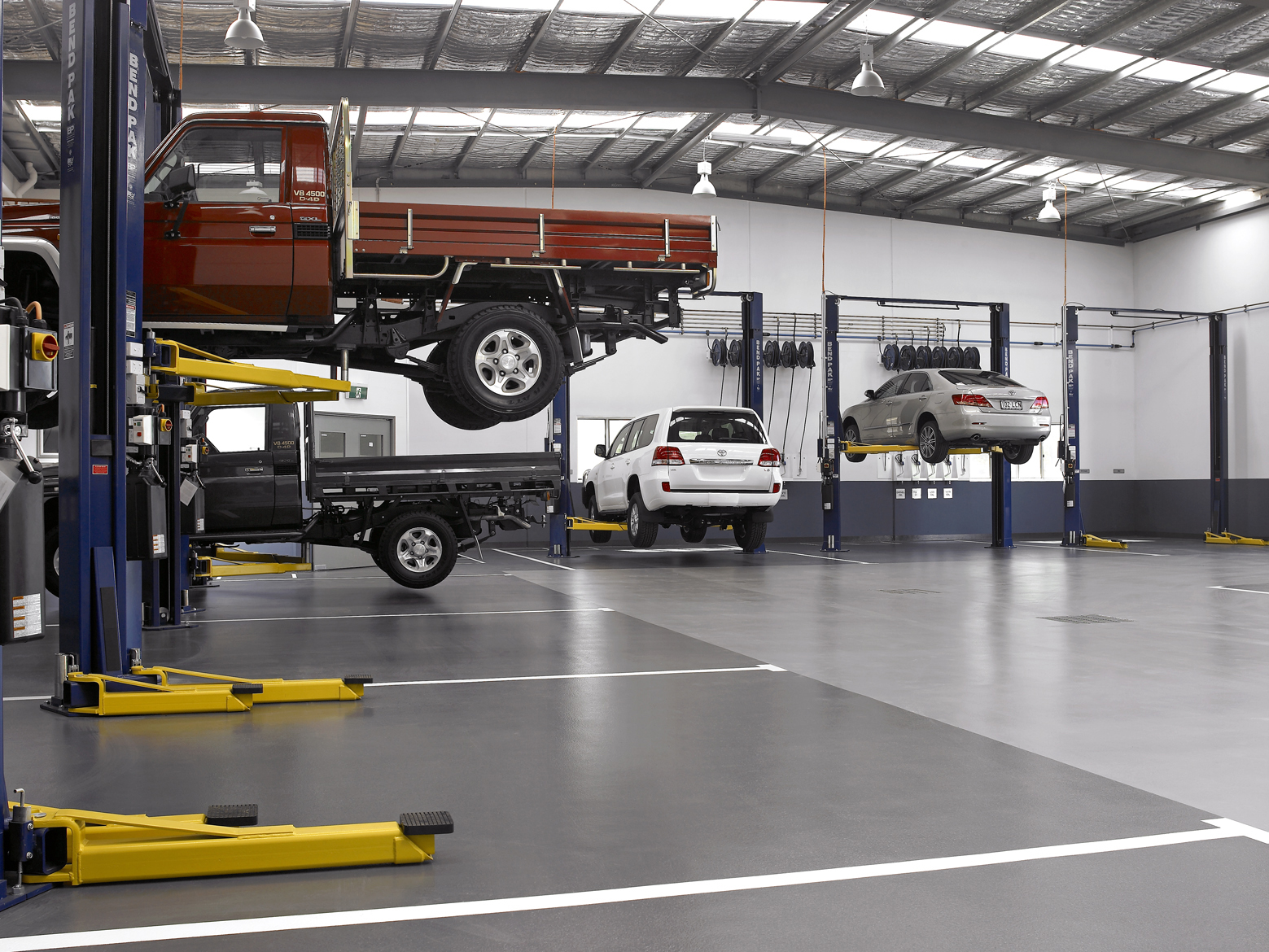 Garage Car Lift Images Bendpak Wins Important Naspo Contract Bendpak Blog