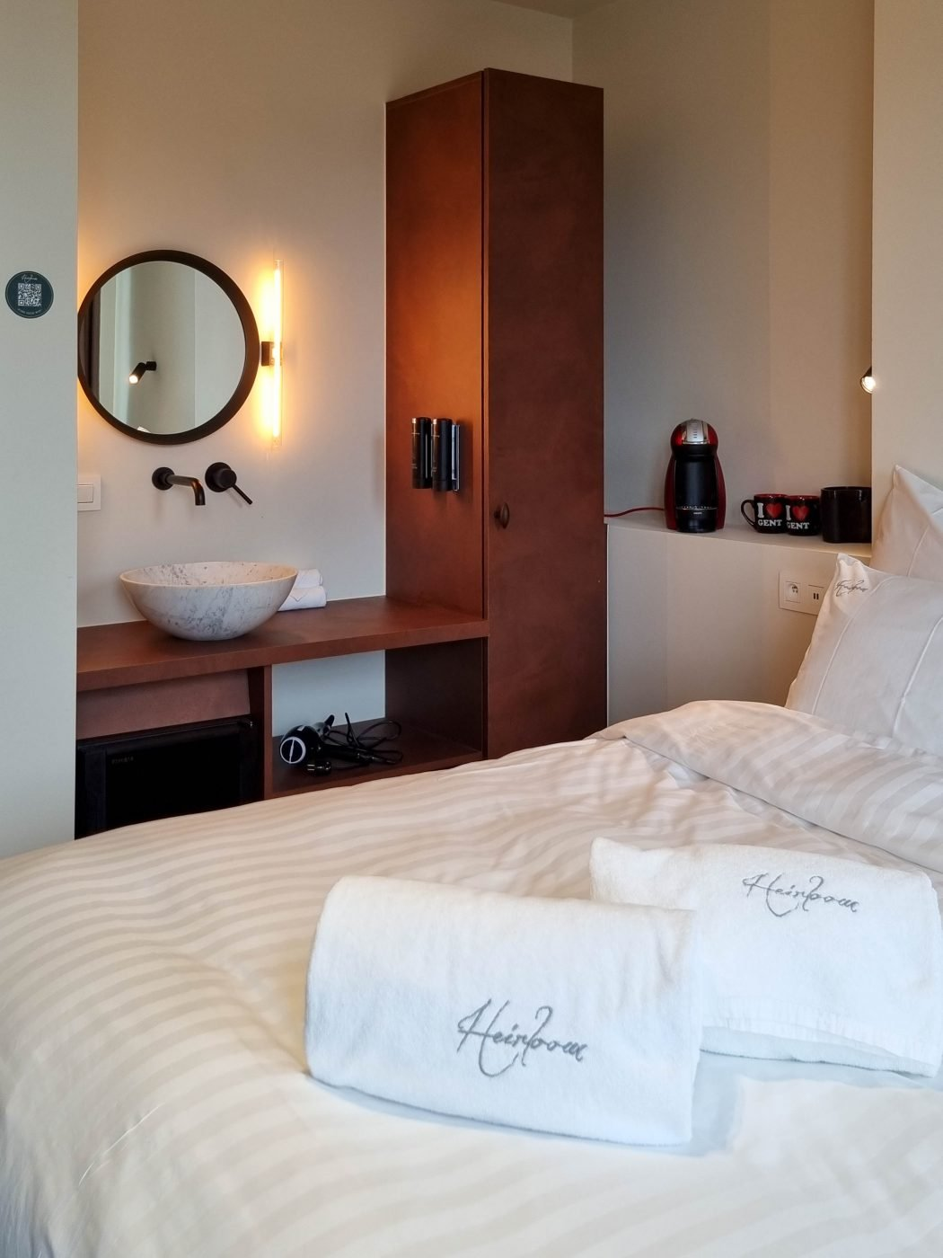 Deluxe room, the librarian, heirloom hotels, ghent